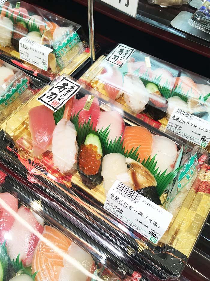 スーパーのお寿司画像